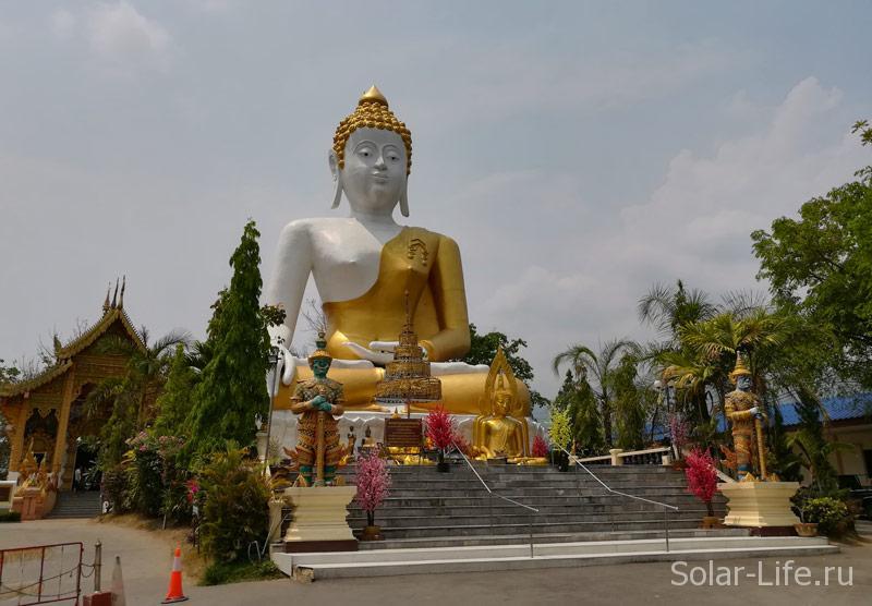 Wat-Phra-That-Doi-Kham